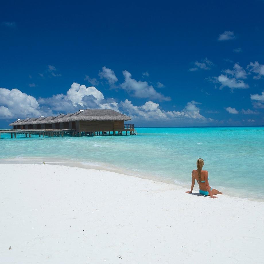mare-maldive-medhufushi-island-resort-1