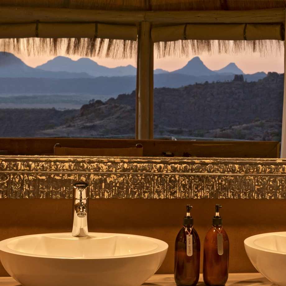 namibia-africa-safari-mowani-mountain-camp-luxury4