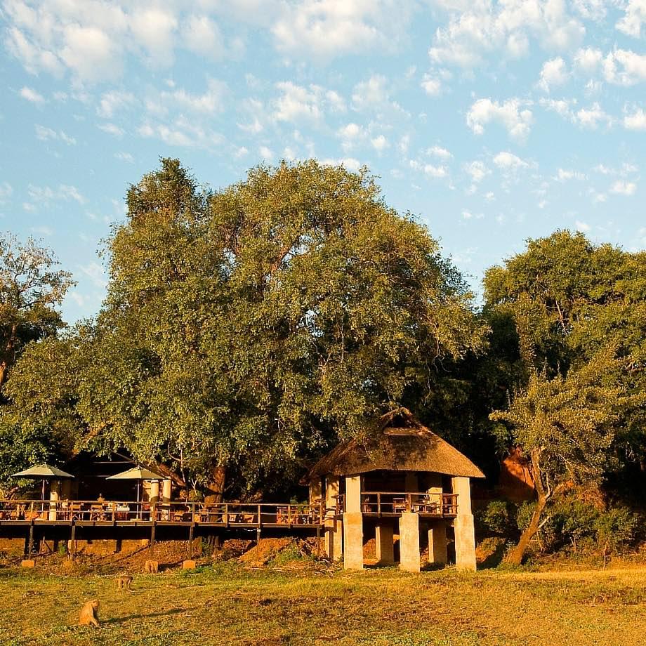safari-zambia-kapani-lodge1