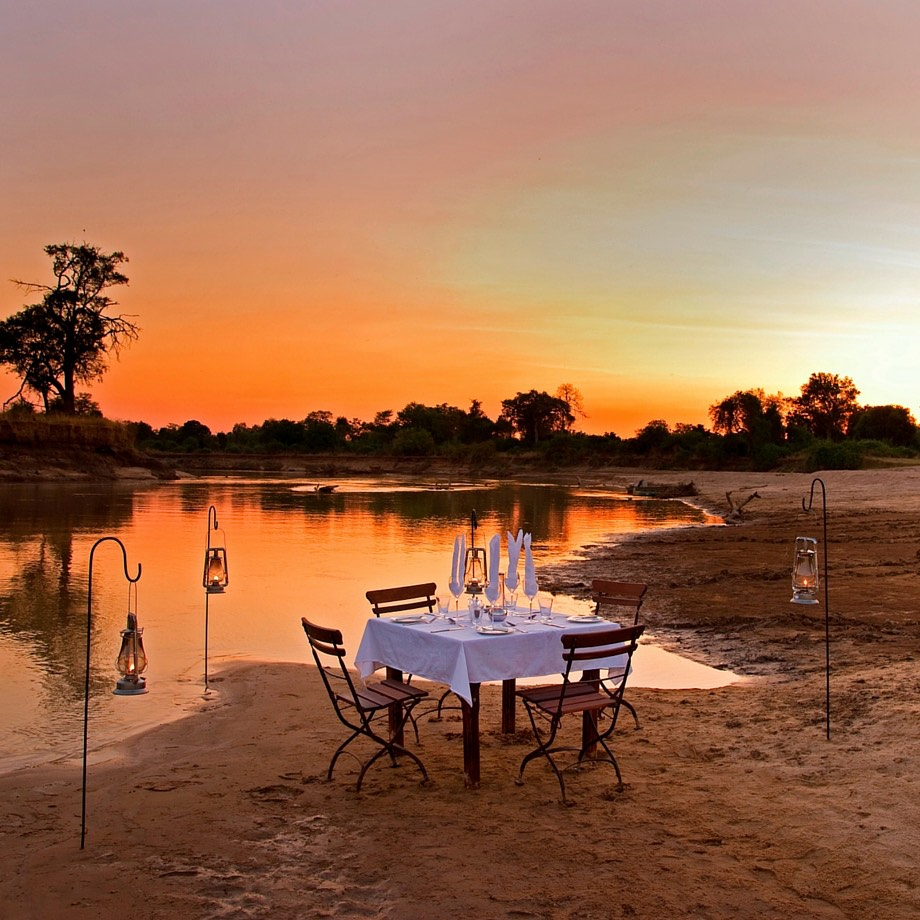 safari-zambia-sanctuary-zebra plains-10